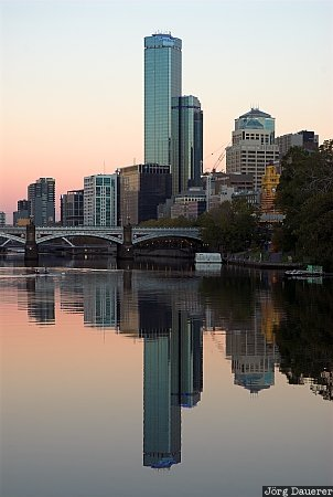 Australia, Victoria, Melbourne, morning light, sunrise, red, river