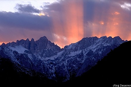 Light Beams, Sierra Nevada, Mount Whitney, Alabama Hills, Owens Valley, United States, California, Mountains