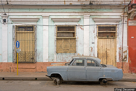 Cienfuegos, CUB, Cuba, alley, car wreck, classic car, colorful, Kuba